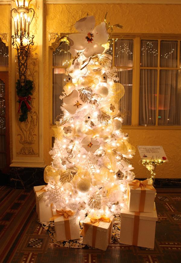 http://www.amazon.com/Winter-Glitter-Snowflake-Christmas-Ornaments/dp/B005K0DHK0/ref=sr_1_5?s=home-garden&ie=UTF8&qid=1354651197&sr=1-5&keywords=snowflake+ornament